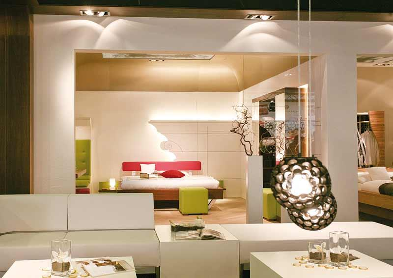 das spiel mit kontrasten durch voglauer hotel concept. Black Bedroom Furniture Sets. Home Design Ideas