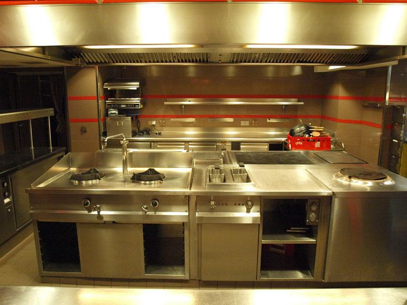 Profi Küche Im Restaurant Haerlin Im Fairmont Hotel Vier Jahreszeiten In  Hamburg / Bildquelle: Sascha