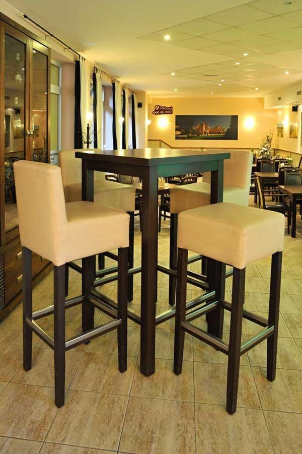 barhocker aus holz f r die gastronomie von einem professionellen hersteller. Black Bedroom Furniture Sets. Home Design Ideas