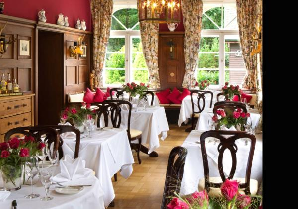 Das Restaurant U201eDer Feengartenu201d Erstrahlt Nun In Noblem Karminrot.  Bildquelle: Romantik