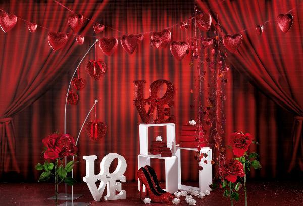 rote deko und accessoires im zeichen der liebe. Black Bedroom Furniture Sets. Home Design Ideas