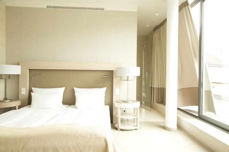 vienna house bernimmt boutique design hotel qf dresden. Black Bedroom Furniture Sets. Home Design Ideas