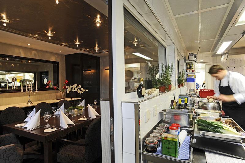 boris rommel neuer chefkoch im wald schlosshotel friedrichsruhe. Black Bedroom Furniture Sets. Home Design Ideas