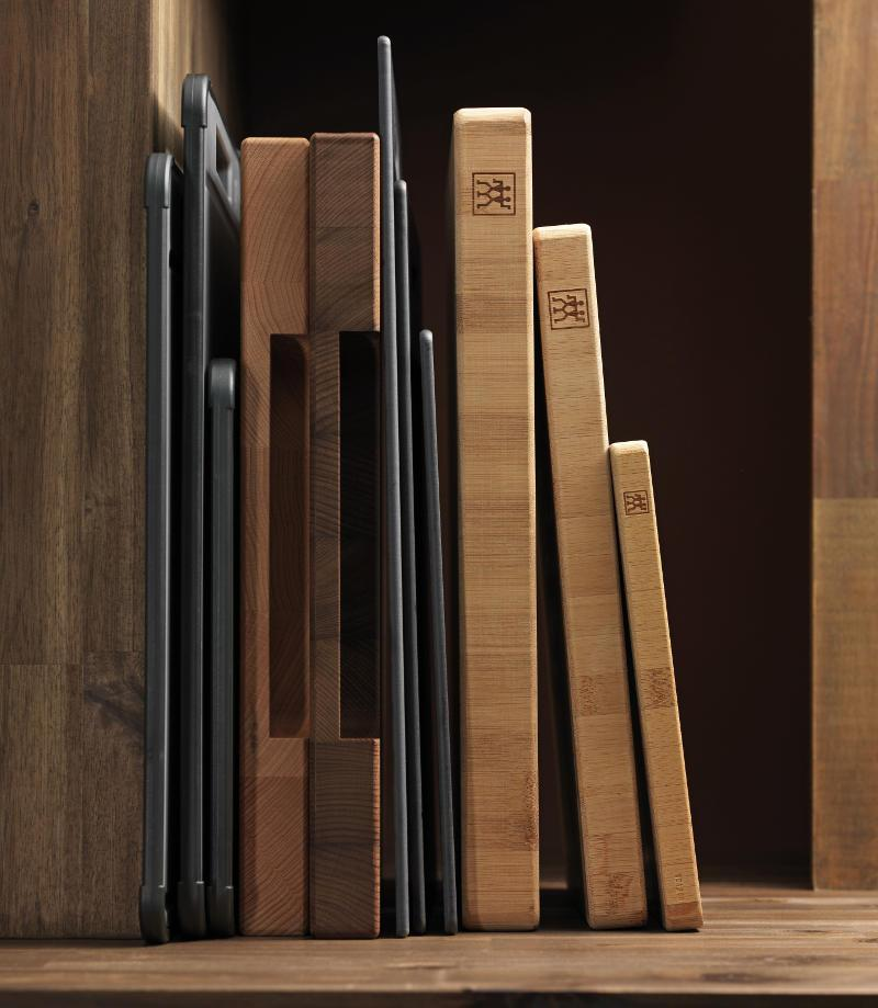 das schneidbrett aus holz kunststoff oder stein von zwilling. Black Bedroom Furniture Sets. Home Design Ideas