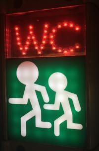 WC Piktogramm in Eisenbahnwaggon Ukraine; Bildquelle Hotelier.de