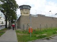 Außenansicht Gefängnismauer und Wachturm Gedenkstätte Berlin Hohenschönhausen im August 2017