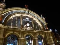 Frankfurter Bahnhof nächtens