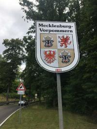 Mecklenburg-Vorpommern Flagge am Kleinen Schwaberowsee Juli 2020 zur Grenze nach Brandenburg