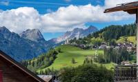 Selva di Cadore (ladinisch auch nur Sélva) ist eine Gemeinde mit 508 Seelen (Stand 31. Dezember 2017) in der italienischen Provinz Belluno in den Dolomiten, Region Venetien, circa acht Kilometer südwestlich von Cortina d?Ampezzo. Der Ort liegt am südlichen Ende des Codalonga Tales, das über den Passo di Giau mit dem Valle del Boite verbunden ist