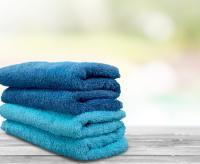 Hellblaue und dunkelblaue Frottee-Wäsche assoziiert besonders gut Schwimmbäder und Wellnessbereiche