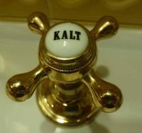 Bild: Sanitärarmaturen für kaltes und warmes Wasser in der gehobenen Hotellerie