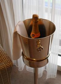 Für die besondere Feier ein Glas Champagner / copyright © Sascha Brenning - Hotelier.de