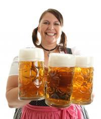 Lebensfreude pur! Wiesn Bedienung mit Moaß Bier