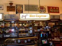 Eine Kneipe seit über 30 Jahren: Der 'Vogt's Bier-Express' in Berlin-Kreuzberg / Bildquelle: Sascha Brenning - Hotelier.de