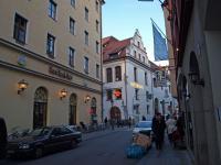 Hard Rock Café, Hotel Platzl, Hofbräuhaus und Augustiner am Platzl in München auf einem Fleck