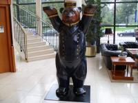 Der Pagenbär heißt einen 'Herzlich Willkommen' im Victor's Residenz-Hotel Berlin / Foto © Sascha Brenning - Hotelier.de