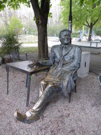 Bild Helmut Fischer Statue 2016