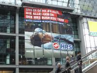 Werbebanner HRS Hauptbahnhof Berlin, Sommer 2015; Bildquelle Hotelier.de
