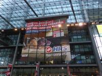 Die Werbekampagne geht weiter: 'Wer viel erreicht, darf auch viel erwarten' - HRS Werbung im Mai 2016 im Hauptbahnhof Berlin