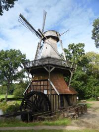 Die Hüvener Mühle ist eine der letzten kombinierten Wind- und Wassermühlen Europas; Bildquelle Hotelier.de