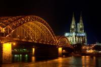 Köln in toller Nachtbeleuchtung