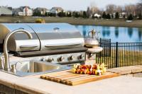 Outdoorküche mit Gasgrill und Spüle