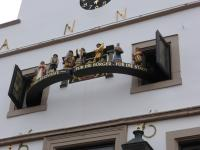 Im Turm des Historischen Rathauses von Lingen ist das von den Kivelingen gestiftete Glocken- und Figurenspiel untergebracht
