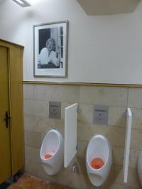 Toilette mit dem Bild von Marilyn Monroe im Ratskeller München