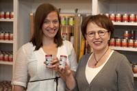 Geschäftsführerin Katharina Wilck (li.) leitet zusammen mit ihrer Mutter Bettina Matthaei das Familienunternehmen 1001 Gewürze