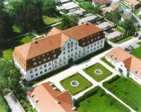 1781 als fürstäbtliche Residenz erbaut, gehört das Management Centrum Schloss Lautrach heute zu den führenden Weiterbildungsinstituten, dessen Hotel zum dritten Mal in Folge auf Platz 1 als bestes Tagungshotel zum Wohlfühlen gewählt wurde / Alle Fot