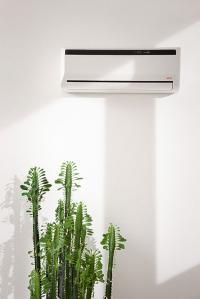 Technik und Design sind auch bei Inverter Split-Klimageräten entscheidende Kriterien für die Kaufentscheidung. AEG Innengeräte arbeiten sehr leise, sie sind formschön und in schlichtem Weiß gestaltet