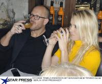 Pamela Anderson Baywatch Pictures? Pam Anderson Pics einmal anders, die Queen in der 'Brandung' des Andalö Sanddornlikör;  Bildquelle: Alle ANDALÖ PR