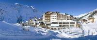 Gesamtansicht Hotel - direkt an der Piste / Bildquelle: Beide © TVB Ötztal, Babile, Foto Mario (Alpen-Wellness Resort Hochfirst)
