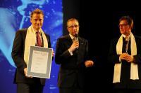 Auszeichnung Nils Henkel (links)