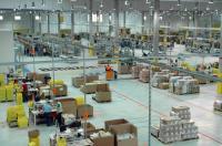 Last Minute funktioniert nur mit  einem super intelligenten Logistik Zentrum, hier Amazon Leipzig - hier gibt der Computer die Wege vor und nicht der kürzeste Weg zum Produkt; Bildquelle Amazonn Leipzig Innenansicht
