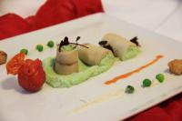 Erbsencreme im Räuchertofu-Mantel mit knusprigem Tofu und zweierlei Tomate / Alle Fotos © ARCOTEL Hotels