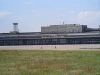Auch ein Besuch wert: Der historische Flughafen Berlin-Tempelhof / copyright © Sascha Brenning - Hotelier.de
