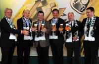 Stoßen mit Bitburger an (v.l.n.r.): Siegfried Söllner (Vize BMG), Rolf Königs (Präsident BMG), Dr. Werner Wolf (Sprecher Bitburger), Rainer Noll (Bitburger), Stephan Schippers (GF BMG) Guido Uhle (Sponsoring BMG) / Foto: Bitburger