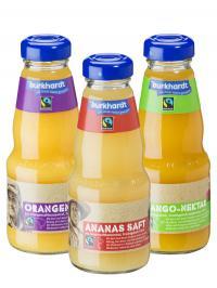 Faire Früchtchen hoch drei: Orangensaft, Ananassaft und Mango-Nektar mit Fairtrade-Siegel in serviertauglichen 0,2 l Glasflaschen / Beide Fotos: Burkhardt Fruchtsäfte