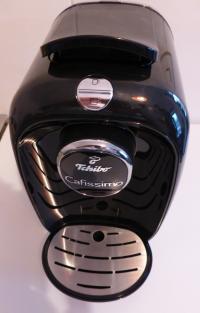 Chic, einfach zu bedienen, günstig: die Tchibo Cafissimo PICCO Black Volcano, eine der kleinsten Kaffeemaschinen (elektrisch) der Welt; Bildquelle Hotelier.de
