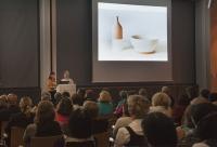 Caroline Till und Kate Franklin (rechts) referieren zu den Heimtextil Trends 2011/12