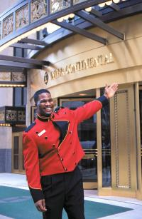 Chicago - Doorman vor dem Intercontinental Hotel; Fotoquelle Choose Chicag
