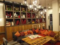 Der schöne Lobbybereich, in dem man auch frühstücken kann