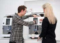"""Der Kurs """"Die perfekte Einstellung"""" zeigt den Einfluss der Kaffeemaschinen-Parameter auf den Kaffeegeschmack und schult das strukturierte und effiziente Einstellen der Schaerer Kaffeemaschinen, Bildquellen Schaerer Deutschland GmbH"""