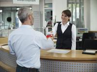 Smarte Lösungen für das Team, ob in Hotellerie, Bankfiliale oder im Autohaus. Immer mehr Unternehmen setzen auf geleaste Businesskleidung, wie die DBL sie bundesweit anbietet.