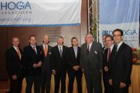 Das Präsidium des DEHOGA Niedersachsen mit dem alten und neuen Präsidenten Hermann Kröger, den Referenten und Gästen / Bildquelle: DEHOGA Niedersachsen
