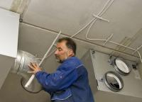 Durch das praktische Plug-&-Play-Prinzip lassen sich die Komponenten von Danfoss Air schnell und einfach installieren. Eine energetische und schalltechnische Zertifizierung des Systems erfolgte durch das Passivhaus Institut Darmstadt / Fotos: Danfoss