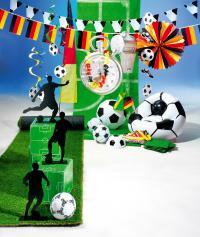 Alles was das Fuballer Herz begehrt: Ball aus PVC, Deko-Spirale, Deko-Kette, Fußball-Sessel, Stoppuhr, XXL-Schiripfeife, Fahnenketten, Dekofächer, Länderflaggen, Wimpel und Luftballons mit Fußball-Aufdruck