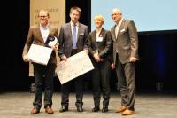 s.Bar-Geschäftsführer Udo Sanne nimmt den Förderpreis von S&F Consulting und der Deutschen Hotelakademie entgegen / Bild: Deutsche Hotelakademie