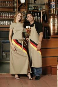 Die Schürzen mit Deutschland Flagge gehören einfach zum WM Programm; Bildquelle: Beide CG International GmbH
